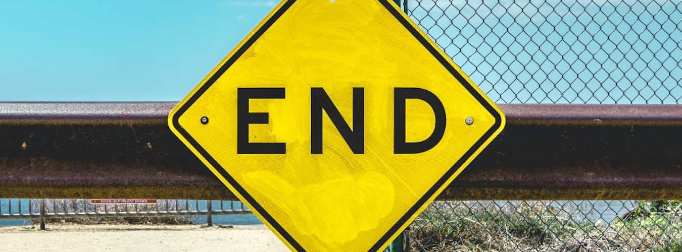 Yellow road sign with the word 'End' in black capital letters