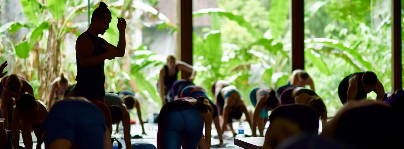 Young Ho Kim führt eine Yogalehrer-Ausbildung