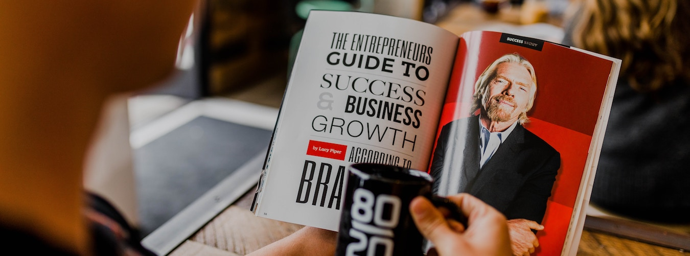 Geöffnetes Buch mit Text 'The entrepreneurs guide to success and business growth'